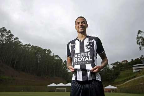 Thiaguinho com a camisa do Botafogo (Foto: Vítor Silva/Botafogo)