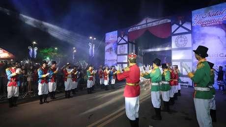 Projeto Natal Iluminado teve investimento de R$ 5 milhões da prefeitura e levou à cidade 1,5 milhão de microluzes de led, trenós e desfiles natalinos
