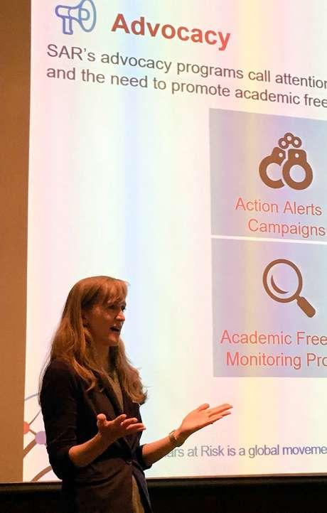 Clare Robinson, diretora da Scholars at Risk, fala sobre relatório que monitora e denuncia ataques a universidades no mundo