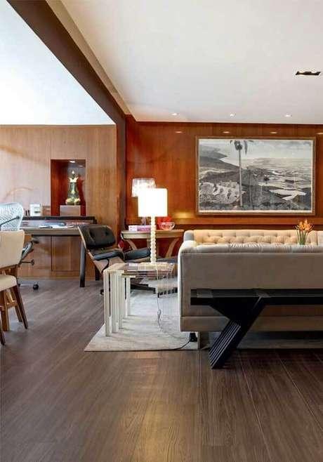 17. Sala de estar e jantar aconchegante com piso laminado. Fonte: Pitnerest