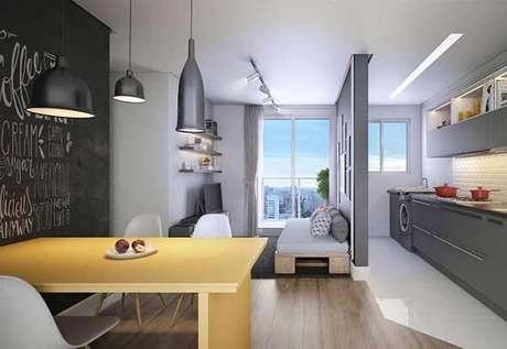 20. O piso laminado utilizado delimita a área da sala de estar e sala de jantar. Fonte: Pinterest
