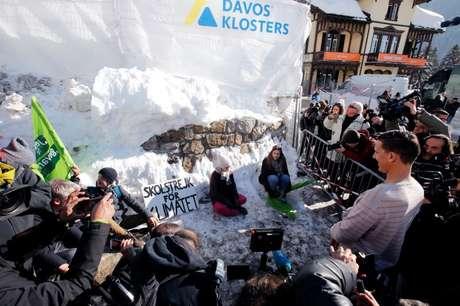 Ativista sueca Greta Thunberg protesta durante reunião de Davos 25/1/2019 REUTERS/Arnd Wiegmann