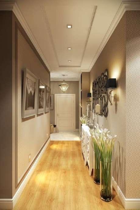 14. Corredor elegante com piso laminado claro. Fonte: Pinterest