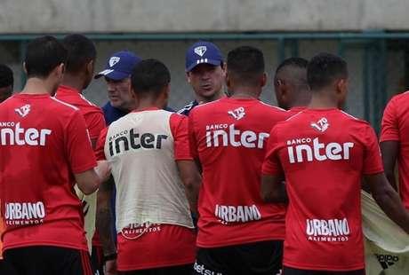 Diniz tem feito testes com jogadores em diferentes funções no São Paulo (Foto: Rubens Chiri/saopaulofc.net)