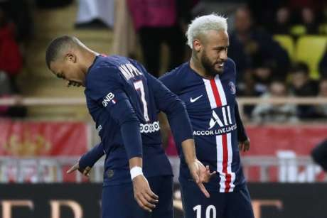 Mbappé e Neymar: francês e brasileiros foram os grandes nomes da vitória parisiense (Foto: Valery HACHE / AFP)
