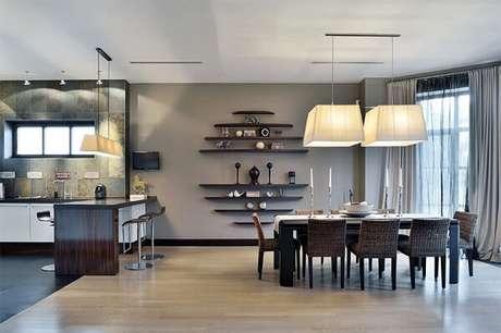 13. A sala de jantar foi delimitada com piso laminado. Fonte: S&A Decor