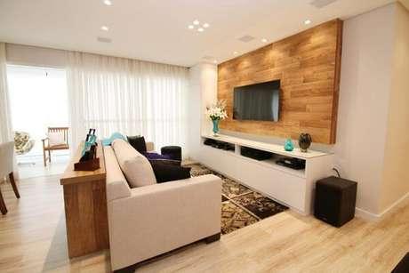 25. A decoração do apartamento recebeu acabamento com piso laminado. Fonte: Pinterest
