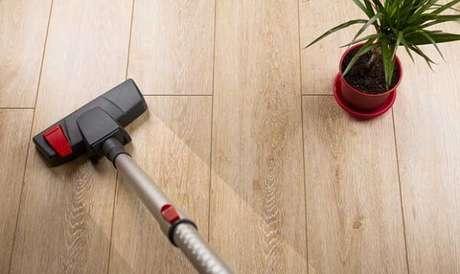 9. Como limpar piso laminado. Fonte: Sindicus Limpeza