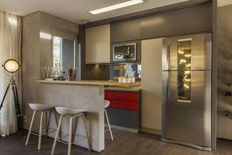 30. Cozinha americana compacta com piso laminado. Fonte: Pinterest