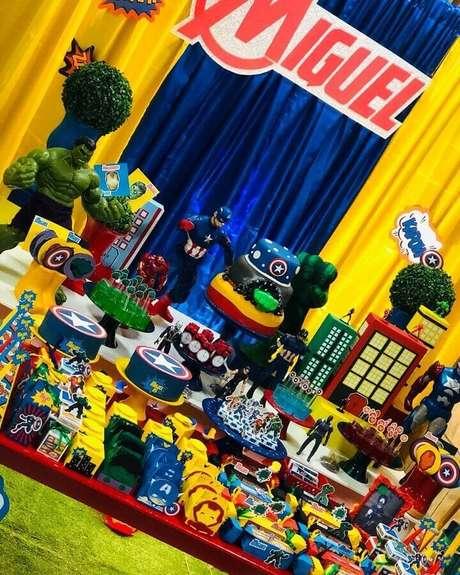 21. Decoração colorida para festa de aniversário dos Vingadores – Foto: Pinterest