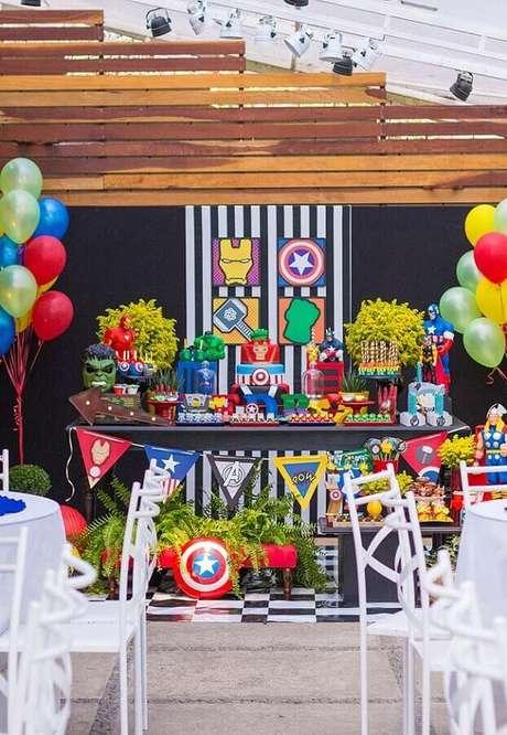 23. Decoração para festa infantil dos Vingadores colorida – Foto: Why Santa Claus