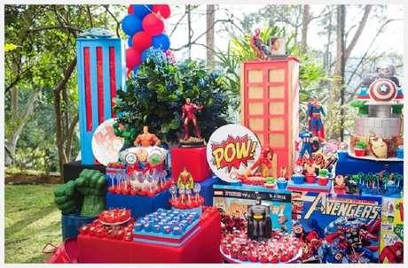 25. Decoração de festa dos Vingadores ao ar livre – Foto: Pinterest
