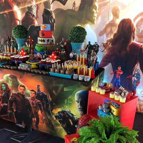 31. Utilize um painel que ganhe destaque na decoração de festa dos Vingadores – Foto: Mirian Zuh