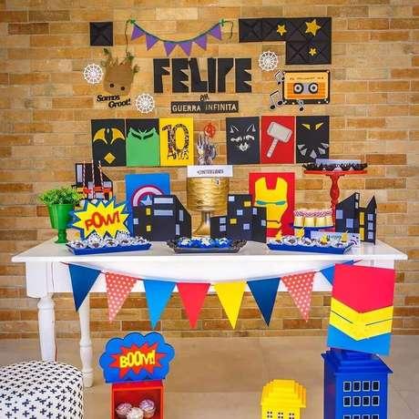 35. Decoração para festa dos Vingadores simples – Foto: Luciana Costa