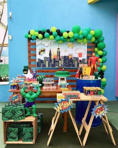 36. Festa dos Vingadores simples decorada em azul e verde – Foto: Daniela Souto