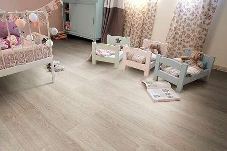 36. O piso laminado é um ótimo isolante térmico. Fonte: Ateliê Revestimentos