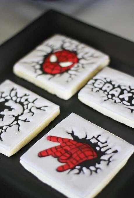 48. Biscoitos do Homem Aranha para festa infantil dos Vingadores – Foto: Kara's Party Ideas