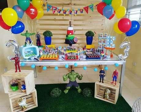 52. Festa dos Vingadores simples e rústica com balões coloridos – Foto: Artheca Caren Lopes