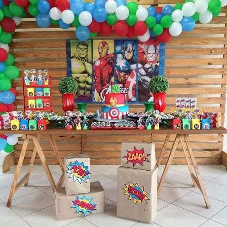 53. Decoração de festa dos Vingadores simples e rústica – Foto: Locações P7
