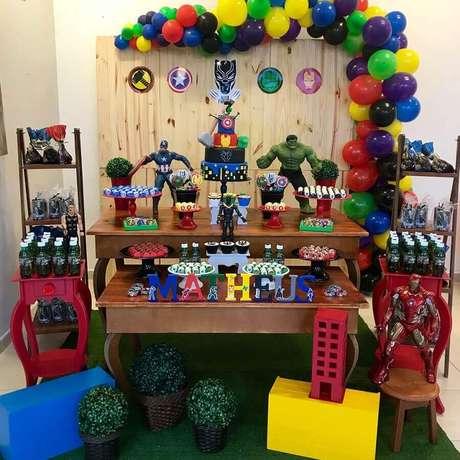 54. Festa dos vingadores decorada para ambiente pequeno – Foto: Ana Carol Artes