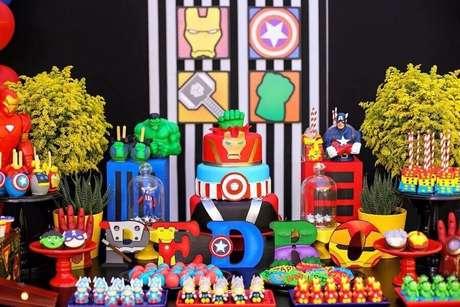 65. Tema de f esta dos Vingadores decorada bem colorida – Foto: Pinterest
