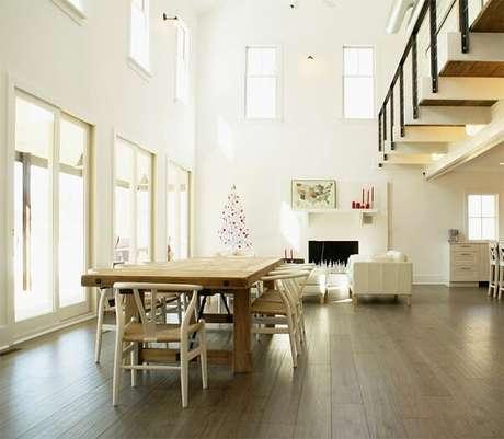 59. Sala moderna com piso laminado click. Fonte: Linton Architects