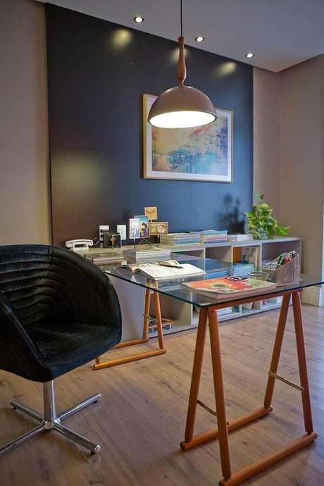 56. Os escritórios também gostam de utilizar pisos laminados como revestimento. Fonte: Pinterest