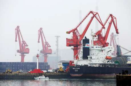 Navio-tanque de petróleo no porto de Qingdao, China  21/04/2019 REUTERS/Jason Lee