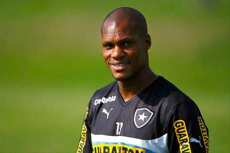 Andre Bahia com a camisa do Botafogo (Foto: Bruno de Lima/ LANCE!Press)