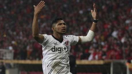 Sem treinar com Athletico-PR, Rony entra na mira do Palmeiras para 2020 (Vinicius Do Prado/Agência F8/Lancepress!)