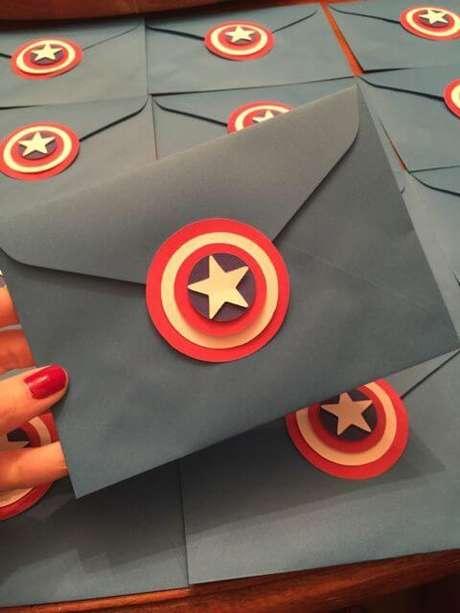 56. Envelope de convite de aniversário infantil do capitão américa – Foto: Pinterest