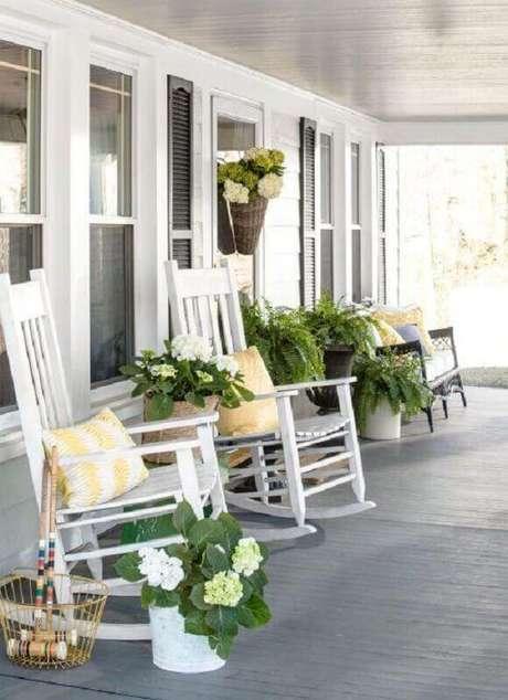 3. Escolha modelos de cadeiras para varanda que se harmonize o estilo do ambiente – Foto: CoachDecor