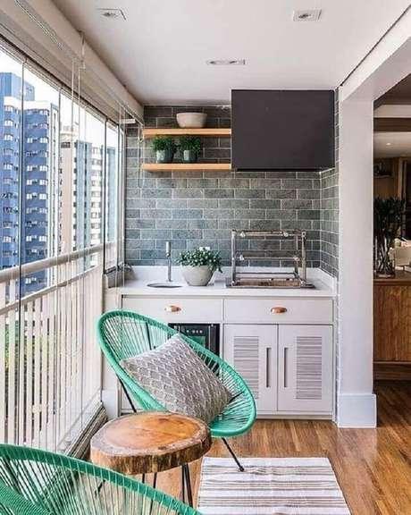 26. Cadeira para varanda pequena de apartamento – Foto: Pinterest
