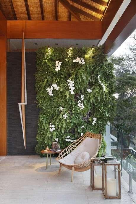 8. O design arrojado da cadeira para varanda faz com que ela se destaque na decoração – Foto: Ana Meirelles