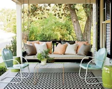 45. Jogo de cadeiras simples para decoração de varanda – Foto: Estreno Casa