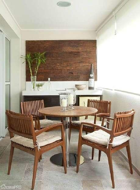 46. Mesa e cadeira para varanda pequena de apartamento – Foto: Pinterest