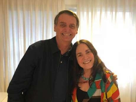 Jair Bolsonaro e Regina Duarte em visita da atriz ao presidente em outubro de 2019