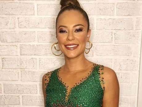Paolla Oliveira é rainha de bateria da Grande Rio