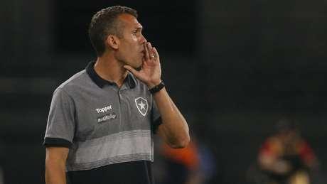 Com Alberto Valentim no ES, Bruno Lazaroni comandou o Botafogo na estreia do Carioca. Vítor Silva/Botafogo