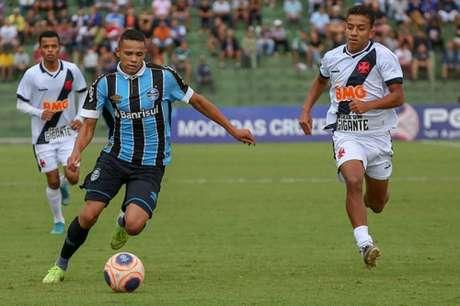 Grêmio e Vasco fizeram jogo movimentado em Mogi das Cruzes (Foto: Guilherme Rodrigues)