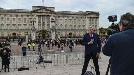 Família real vive sob escrutínio da mídia