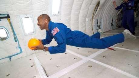 A Nasa ficou interessada no movimento de queda dos gatos para ensinar os astronautas a girar em ambientes sem gravidade