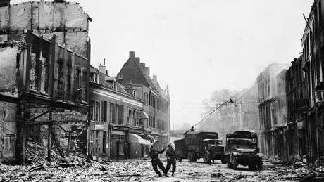 Holanda ficou sob ocupação nazista de 1940 a 1945. A imagem mostra a libertação da cidade de Arnhem.