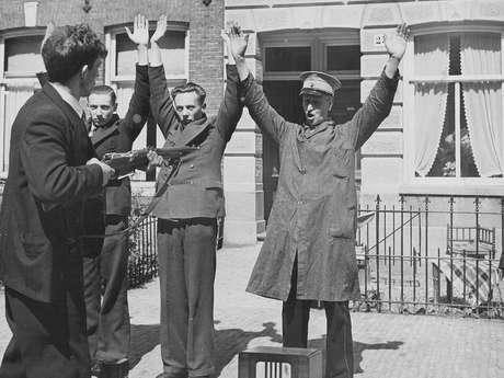 Captura de colaboradores nazistas na Holanda, em 1945