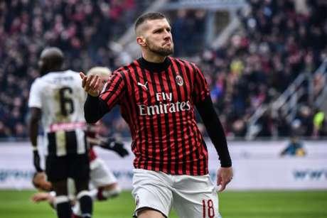 Rebic foi o grande herói da partida marcando dois gols na vitória do Milan por 3 a 2 contra a Udinese (Marco Bertorello / AFP)