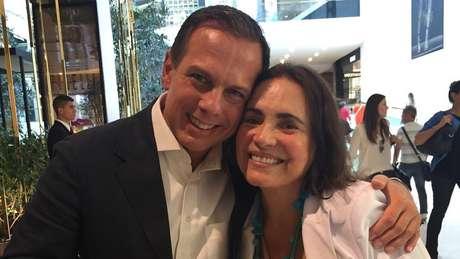 'Regina Duarte, amiga de uma vida inteira, acredita que o novo faz a diferença para acelerar São Paulo!', escreveu Doria no Twitter em 2016, acima dessa foto