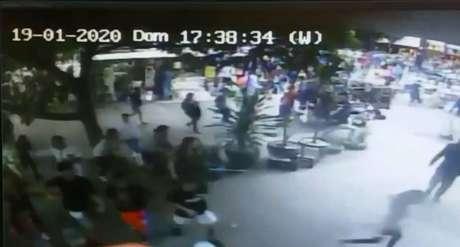 Câmeras gravaram correria na avenida neste domingo