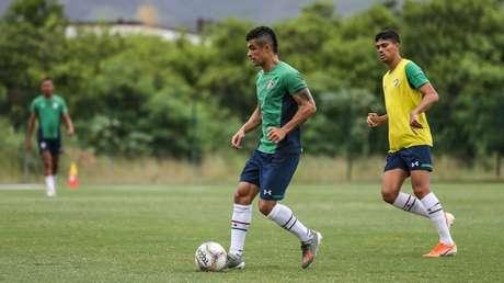 Egídio vem treinando desde a semana passada (Foto: Lucas Merçon/Fluminense)