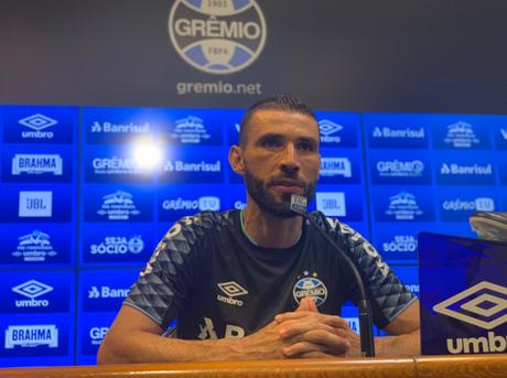 Vanderlei é apresentado n Grêmio (Foto: Divulgação/GFBPA)