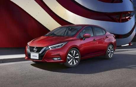 O novo Versa disputará mercado com os compactos superiores no Brasil.